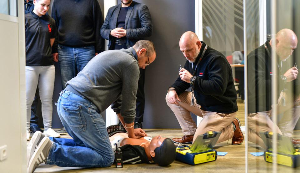 Quelles sont les choses à savoir lorsque l'on place un défibrillateur dans son entreprise ?